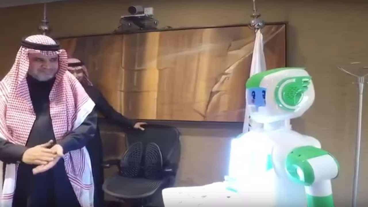 أول روبوت في السعودية يشغل منصب موظف حكومي