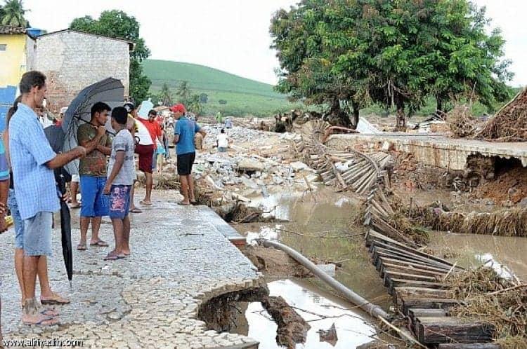 فيضان تغرق البرازيل وتغلق المطارات