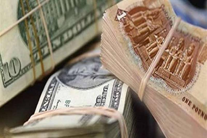 تراجع سعر الدولار أمام الجنيه لأول مرة منذ عام