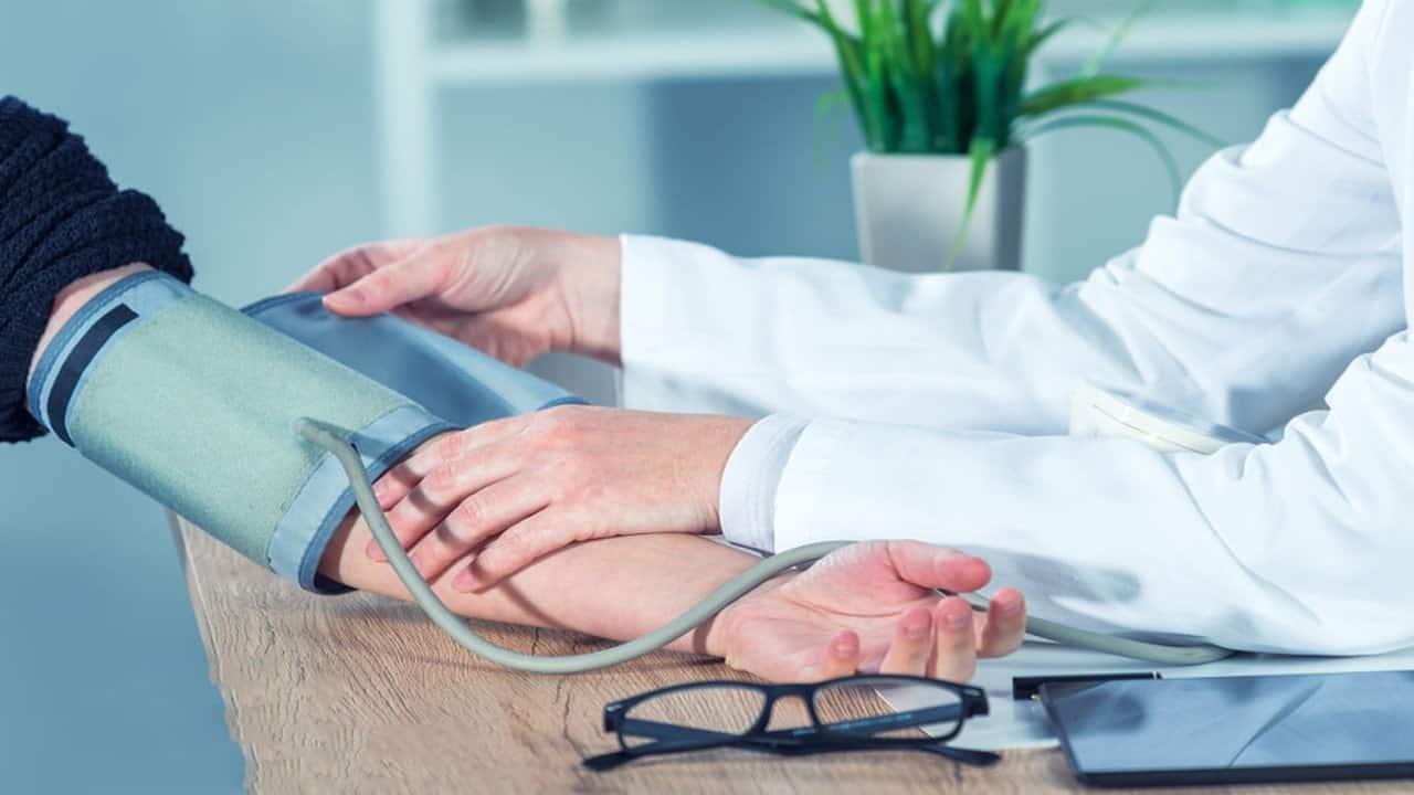 الدكتور أمير صالح يقدم نصائح لعلاج الضغط المرتفع